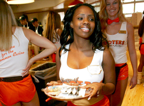 rs_560x415-131004113732-1024.Hooters.jl.100413_copy